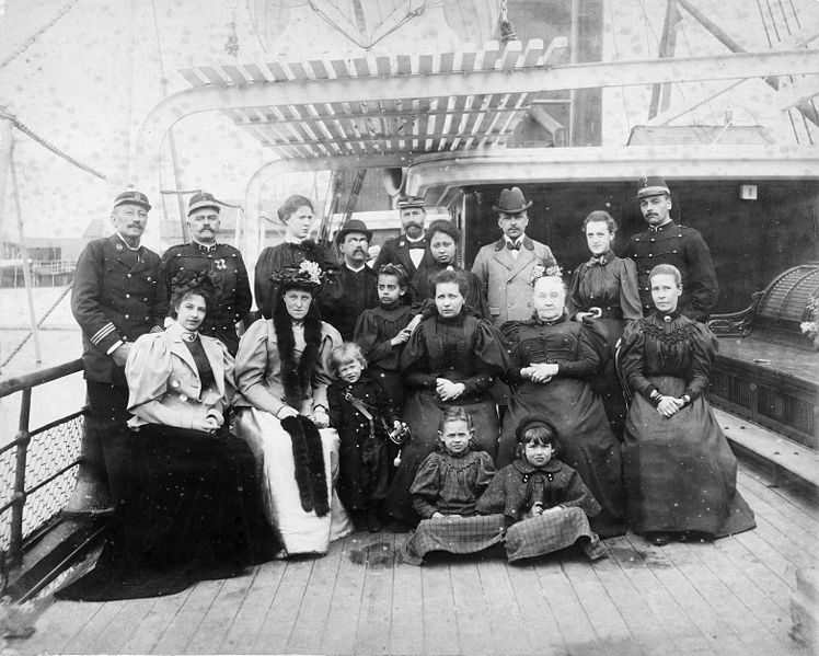 Picture I dont know 2out (Margaretha Geertruida MacLeod Zelle, later Mata Hari (extreme left) on board of Amalia of the Princes Nederland Stoomvaart Maatschappij on the way .... )